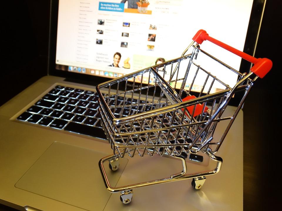 """5 เว็บขายของออนไลน์ ที่ทำให้ช้อปอย่างสมาร์ท ได้ """"ของแท้-ราคาถูก"""" 2 - acommerce"""