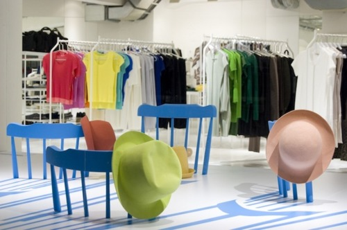 ISSEY MIYAKE : Window Display by 2D/3D Chairs 13 - ISSEY MIYAKE