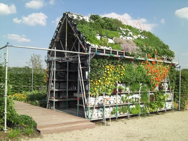 EatHouse บ้านกินได้..สวนแนวตั้งที่สร้างจากลังพลาสติก 13 - Reuse