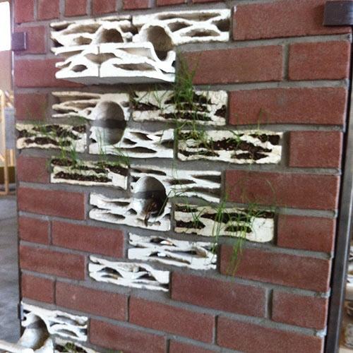 อิฐบ้านนกกระจอก + ปลูกต้นไม้ งาน handmade ในงาน MILAN DESIGN WEEK 2 - brick biotopes