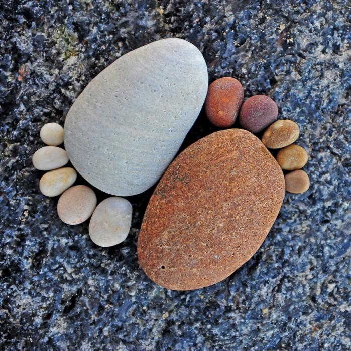รอยเท้าจากก้อนหิน..โดย Iain Blake