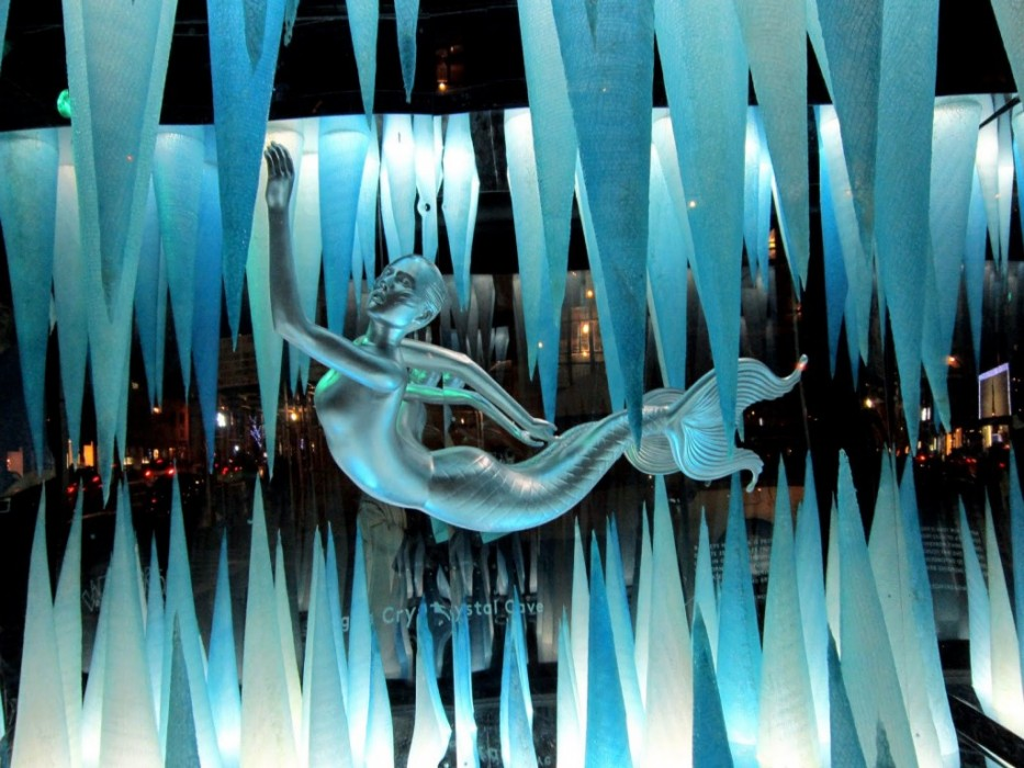 Holiday Windows with Lady Gaga Fantasy World เลดี้-กาก้า เจิดจร้า บนวินโดว์ดิสเพลย์ 2 - concert