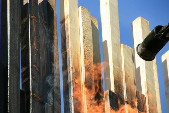 บ้านหลบภัย สร้างจากไม้ที่ไม่ติดไฟ 13 -