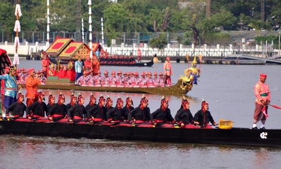 งานยิ่งใหญ่ของคนไทยทั้งประเทศ..ขบวนพยุหยาตราทางชลมารค 13 - royal barge