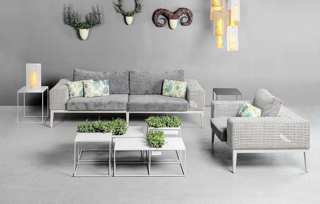 Kaja by Kenneth Cobonpue โต๊ะสำหรับสร้างพื้นที่สีเขียว