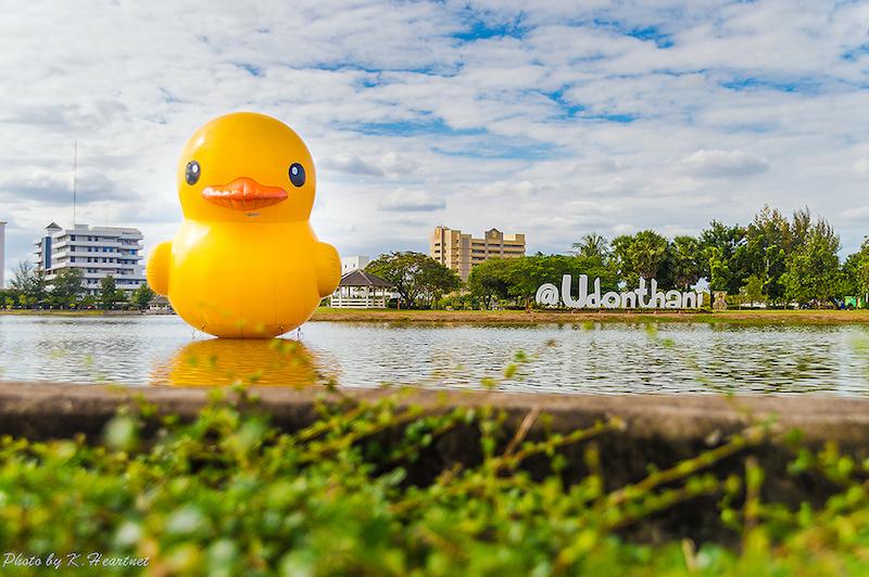 Giant Rubber Duck floats Udon Thani pride เป็ดยักษ์ ล่องลอยที่ จ.อุดรธานี 2 - duck