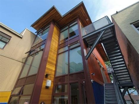 บ้านราคาถูกจากตู้คอนเทนเนอร์เก่าเพื่อผู้มีรายได้น้อย ในเมืองแวนคูเวอร์ 2 - ตู้คอนเทนเนอร์
