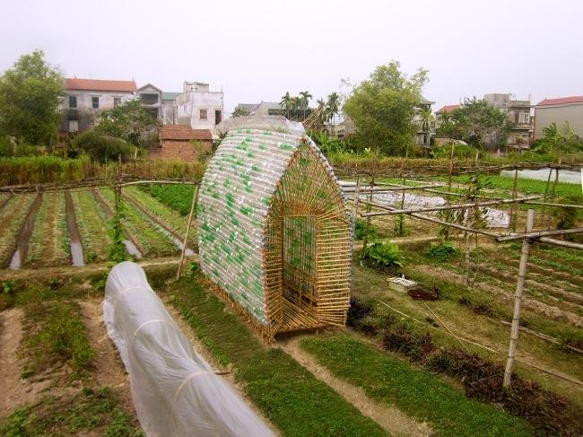 โรงอนุบาลผัก ทำจากไม้ไผ่ และขวดพลาสติก ความร่วมมือระหว่างคนในเมือง และเกษตกรในชนบท 2 - sustainable