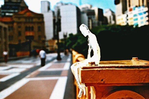 ตุ๊กตาน้ำแข็ง 5,000 ตัวกำลังละลาย เพื่อรำลึกถึงเหยื่อผู้เสียชีวิตในสงครามโลกครั้งที่1 2 - installation art