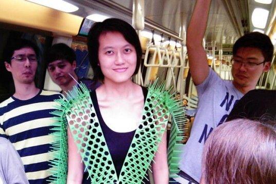 'Spike Away' ชุดกันคนเบียดบนรถไฟฟ้า 13 -