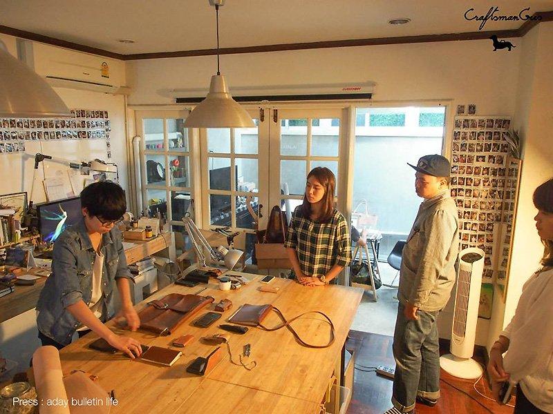 Craftsmangus Art School โรงเรียนสอนสร้างสรรค์งานเครื่องหนัง 13 - bag