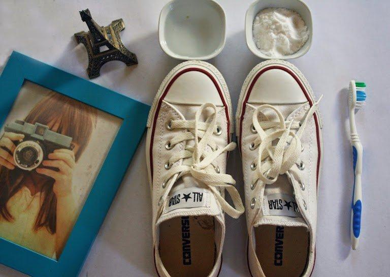 ทำความสะอาดรองเท้าผ้าใบให้ดูใหม่วิ้ง ด้วยของใช้ในบ้าน 2 - baking soda