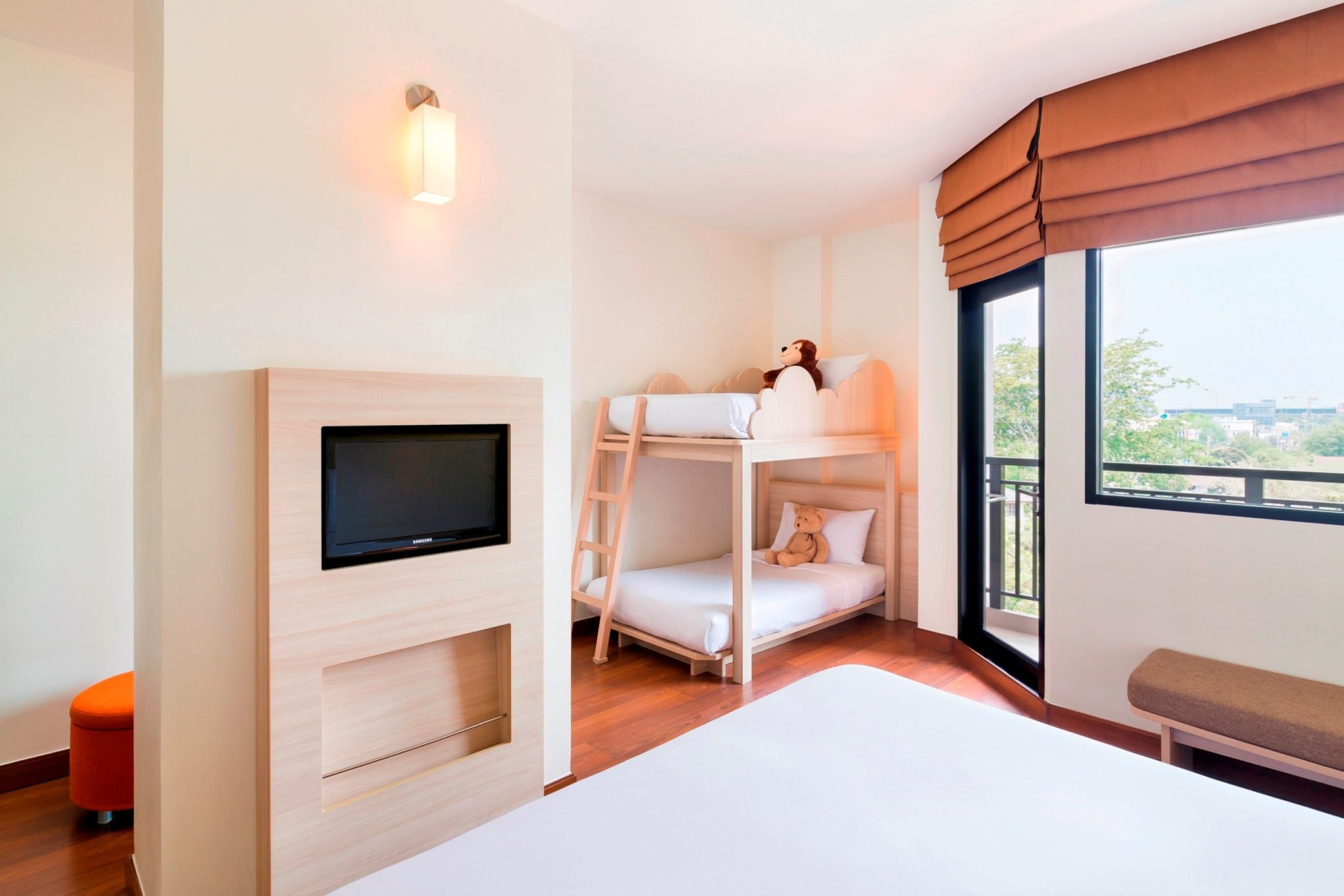 แพ็คเกจห้องแฟมิลี่ราคาพิเศษ ที่โรงแรมไอบิส เอราวัณ ประเทศไทย 2 -