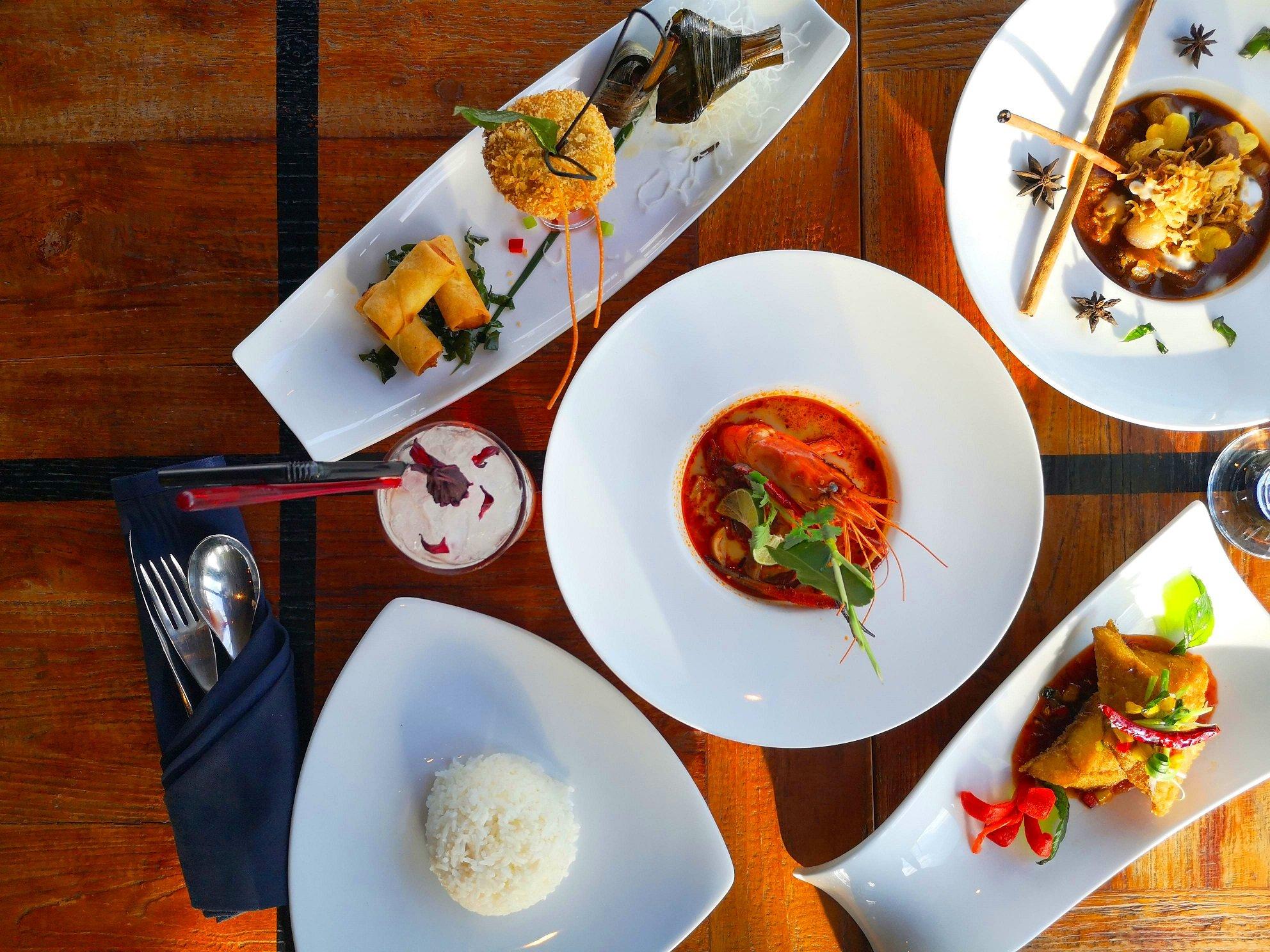 สัมผัสมนต์เสน่ห์ของอาหารไทยต้นตำรับสไตล์โมเดิร์นระดับไฮเอนด์ ณ บางกอก ไฮทส์ โรงแรมเดอะคอนทิเน้นท์ กรุงเทพ 2 -