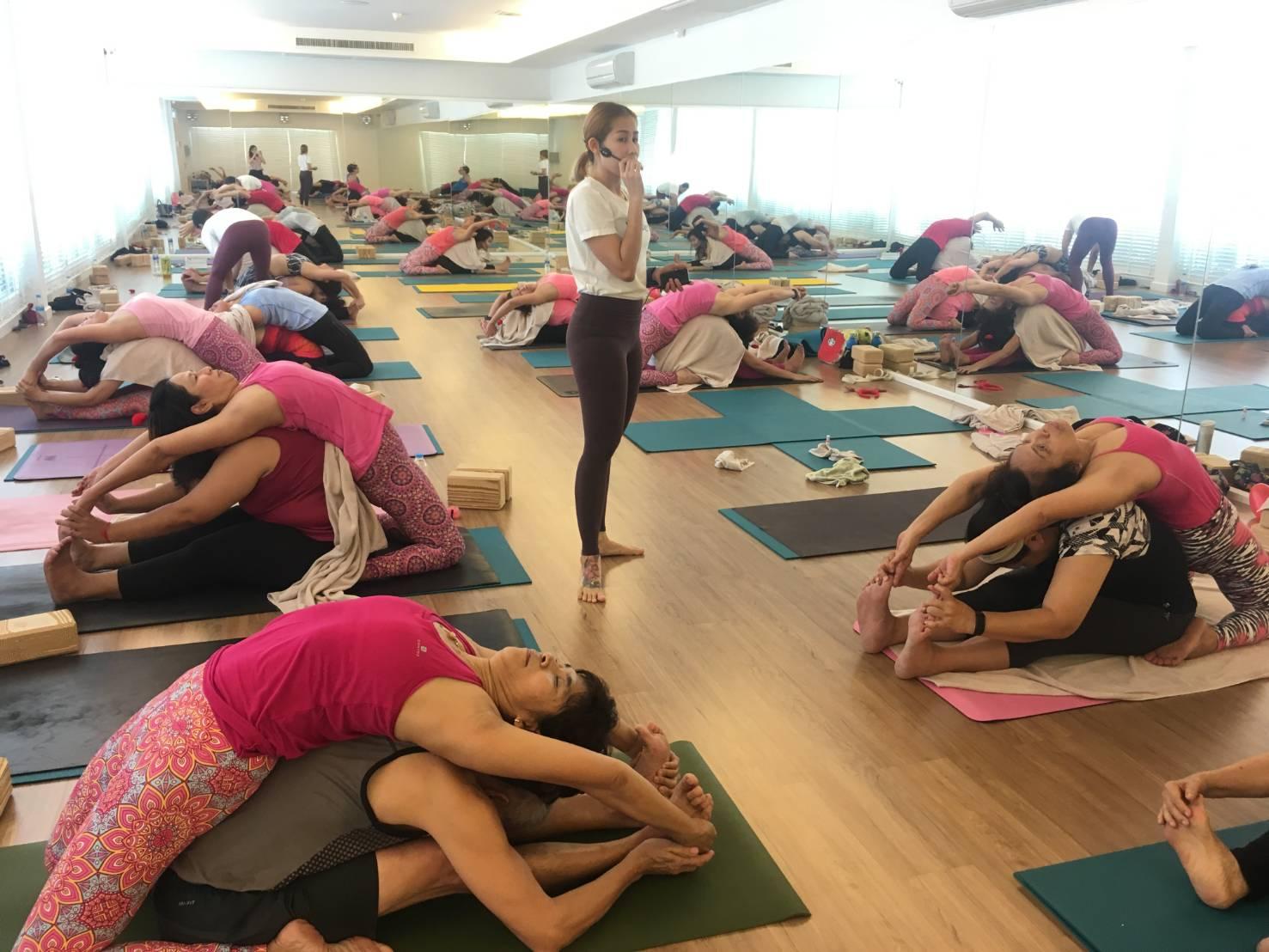 สตูดิโอ โยคะ แอนด์ มี จัดกิจกรรม Yoga Yolove(โยคะ โยเลิฟ) 13 -