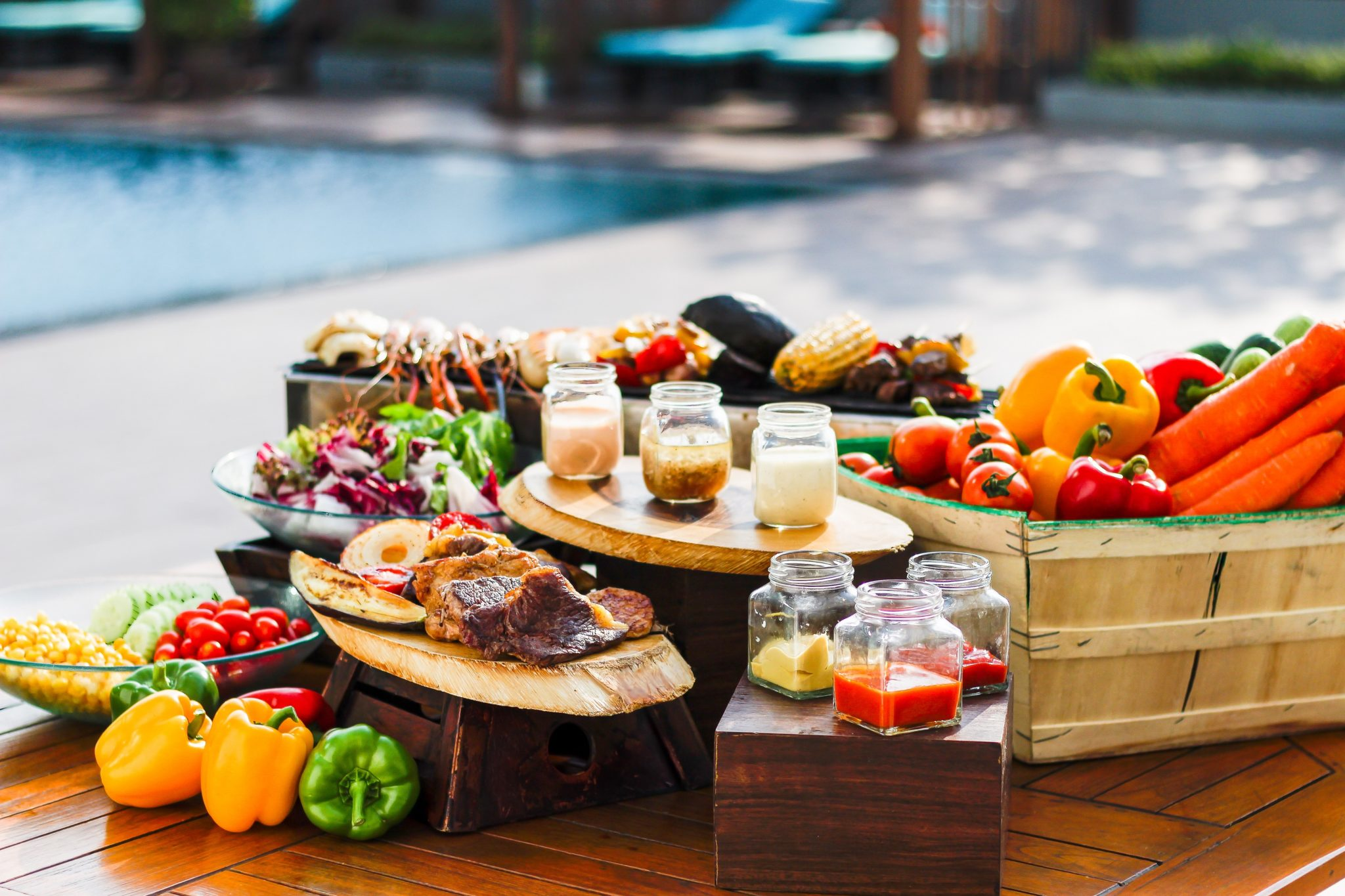 อิ่มอร่อยคลายร้อน กับบาร์บีคิวปาร์ตี้ ริมสระ ณ โรงแรมสวิสโฮเต็ล กรุงเทพฯ รัชดา 13 -