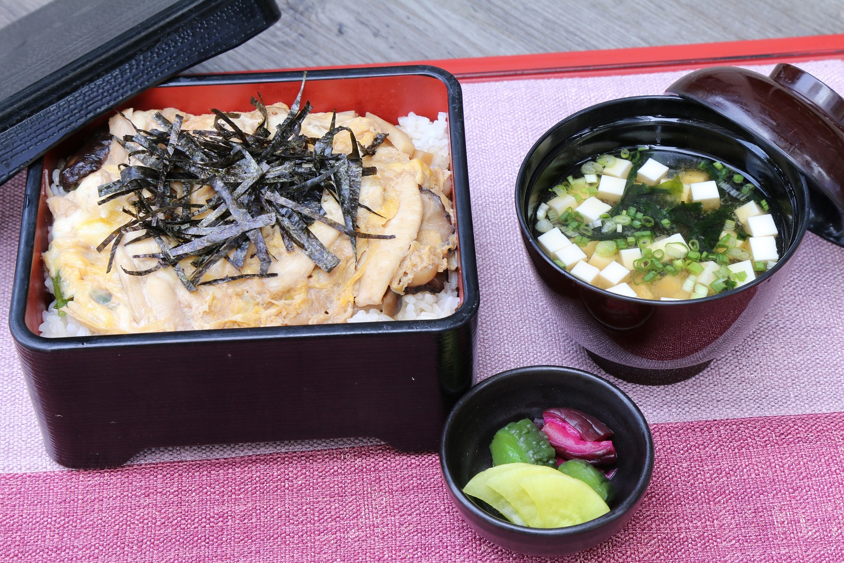 ข้าวอูรุจิไมหน้าไก่ตุ๋นเห็ดกับไข่ เมนูพิเศษประจำเดือน ห้องอาหารคิซาระ โรงแรมคอนราด กรุงเทพฯ 13 -