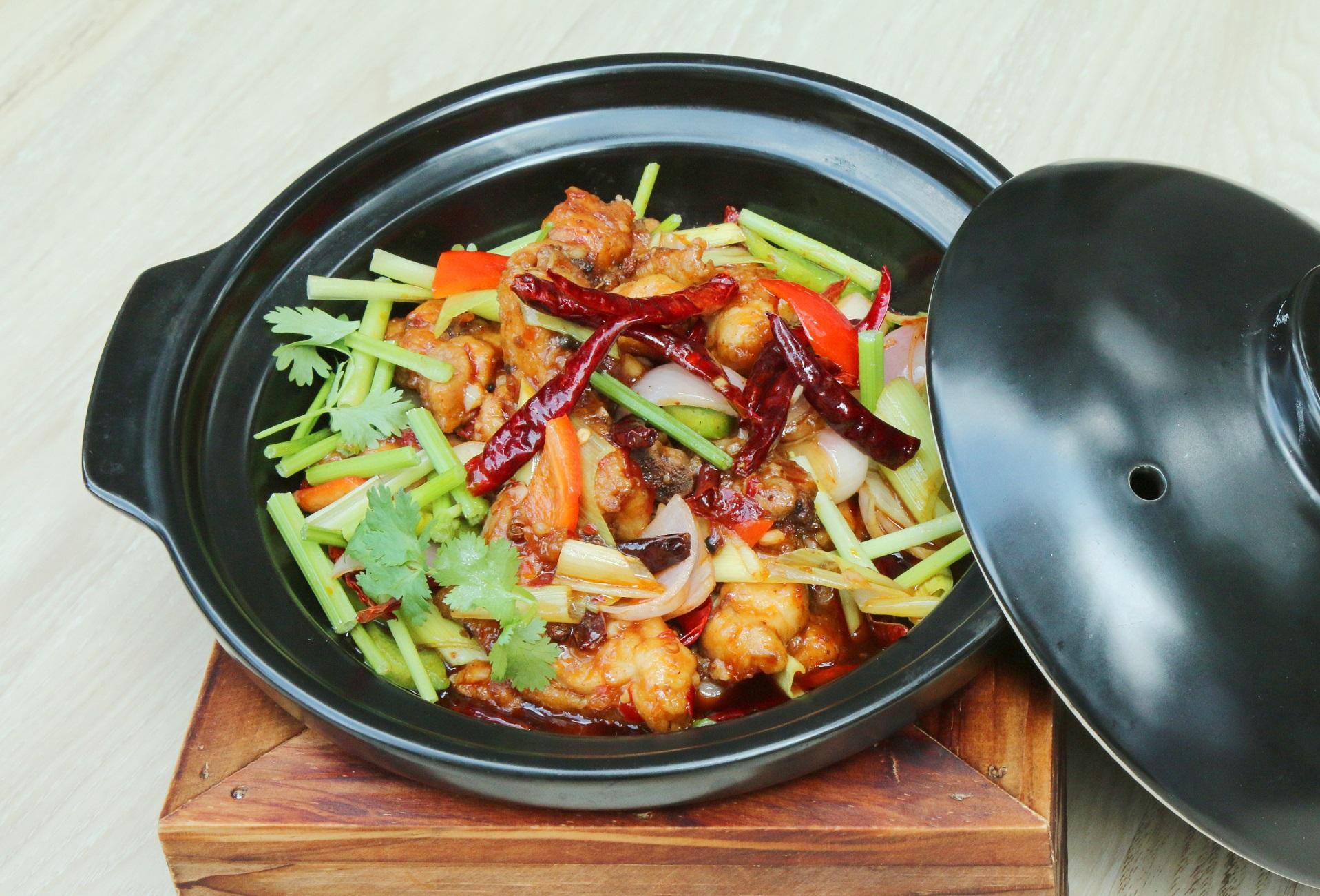ฮอตพอตสตูว์ไก่แซ่บสไตล์เสฉวน ห้องอาหารจีนหลิว 13 -